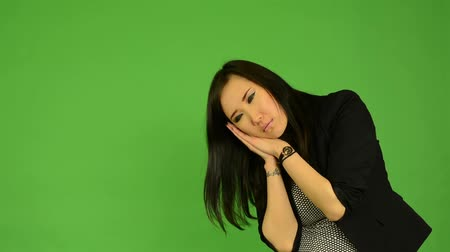 confuso : young attractive asian woman oversleep and confused  - green screen studio Vídeos