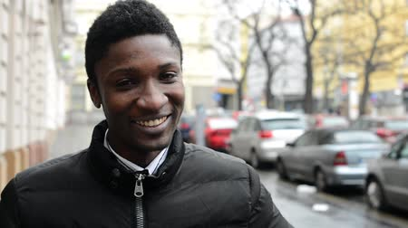 kişi : young handsome black man laughs - urban street with cars - city