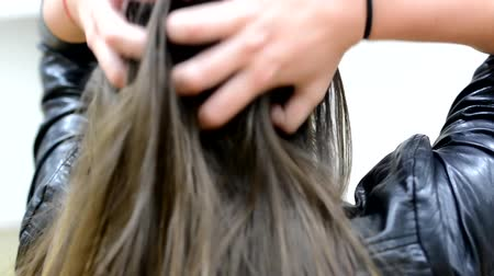 düzgün : brown hair young woman - shot on hair Stok Video