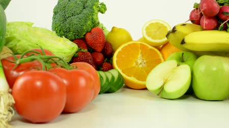 фрукты : healthy food - vegetables and fruits - white background studio - closeup