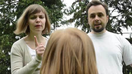 сердитый : Parents middle age couple are angry at a girl child - park