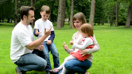 país : parents mother and father teach children boy and girl to count on the fingers - park