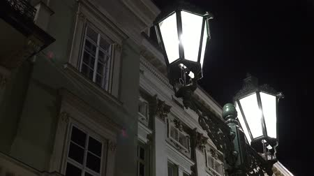 rua : Night urban street - lamps - night exterior vintage building - high contrast