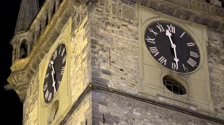 stare miasto : The Old Town Hall - night - clock closeup detail Wideo