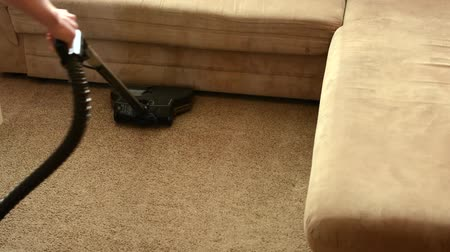 halı : Man cleans carpet with vacuum cleaner before couch Stok Video