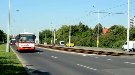 hora : CZECH REPUBLIC, PRAGUE - JULY 2, 2015: fluent traffic in the city - sunny day