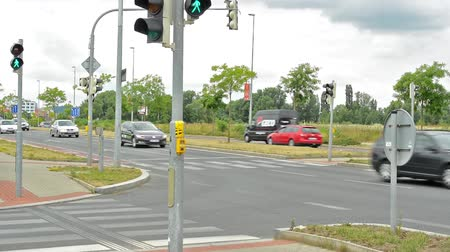 köşeler : CZECH REPUBLIC, PRAGUE - JULY 13, 2015: intersection in the countryside - lamps, crosswalk, traffic sign Stok Video