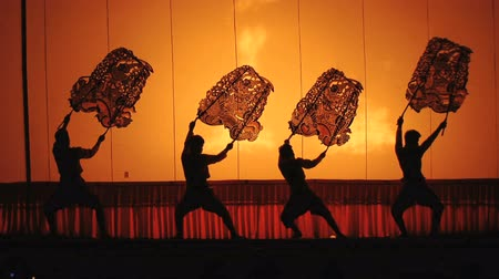 loutka : Actors perform big Puppet on stage.Light from bonfire through front cloth screen show color,pattern and texture.Actors rhythmically dance with old style Thai song.Theme show is Narayana story.