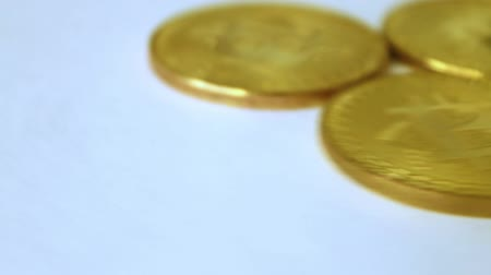 úpadek : three gold coins bitcoins, spinning on white background