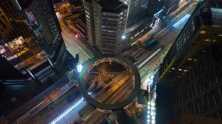 ночная жизнь : night light traffic crossroad with round road 4k time lapse from hong kong roof