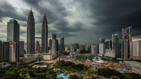 andar : from sun to rain kuala lumpur city towers view 4k time lapse malaysia Vídeos