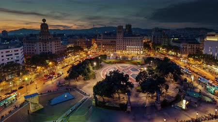 Каталония : barcelona sunset till night placa de catalunya roof top panorama 4k time lapse spain