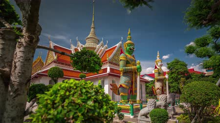 kaew : sunny day wat arun famous temple entrance decoration 4k time lapse thailand Stock Footage
