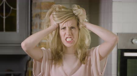 kükreme : Blond woman going mad with her hair roaring at the camera Stok Video