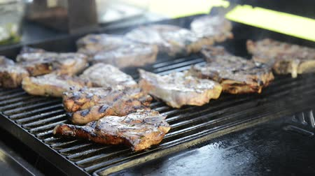 cordeiro : A man grills lamb chops on the outdoor barbeque in high definition footage