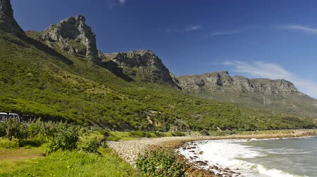afrika : Scenic view along the coastal road at the back of famous Table Mountain and the 12 Apostles in Cape Town, South Africa, in high definition footage