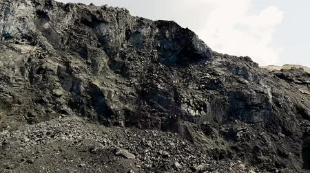 buldozer : Panorama of the coal mine. View of the quarry. Rolling coal. Crumbling Anthracite