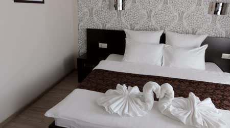 отель : beautiful hotel room with a double bed