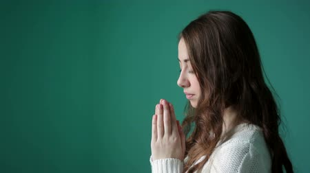 modlitba : beautiful young woman folded her hands in prayer