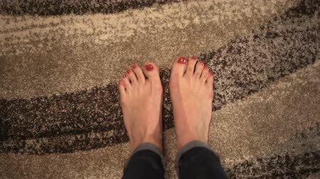 lakier do paznokci : Close-up painted nails and toes with red nail polish