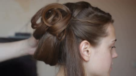 weddings : Hair stylist makes the bride before a wedding