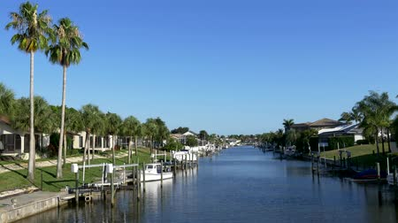 homes : Waterfront homes on Florida canal 4K