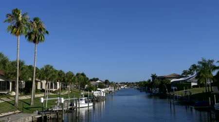 luksus : Waterfront homes on Florida canal 4K