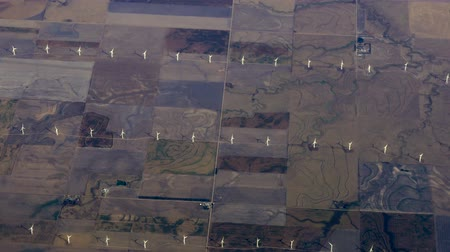 retro patroon : Luchtfoto Midwest Wind Farm Windmolens Stockvideo