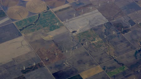 земледелие : Aerial Midwest Wind Farm Windmills