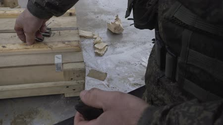 калибр : Soldiers load ammunition submachine magazines