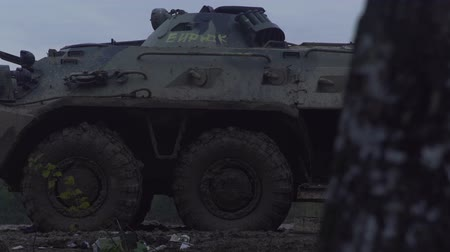 silahlar : Military armored personnel carrier. Army machinery. Stok Video