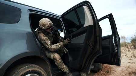 солдат : Military soldiers with weapons run out car. Soldiers in military gear and weapon