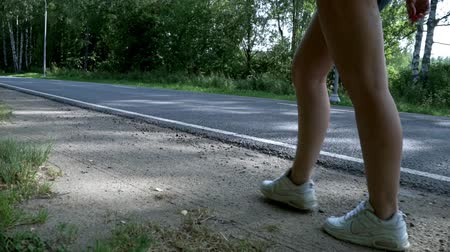 bruto : Woman feet walking side view. Woman legs isolated close up