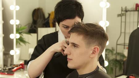 shaver : Barber making male haircut with electric shaver in barber shop. Close up hairdresser cutting hair with hair machine in beauty studio. Man hairdressing with electric razor. Stock Footage