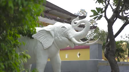 white elephant : Statue white elephant in Buddhist temple. Decorative sculpture white elephant in Asian culture. Close up. Stock Footage