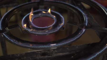 gas hob : Circle gas hob burning blue fire and pan on kitchen stove for cooking food cooking. Close up blue fire in gas burner and pan while preparing food in restaurant or home kitchen. Stock Footage