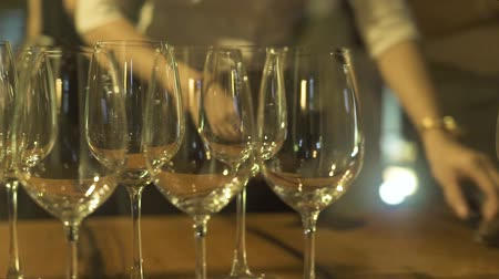 şarap kadehi : Wine glasses standing on party table in restaurant close up. Empty wine glasses at event table at holiday evening.