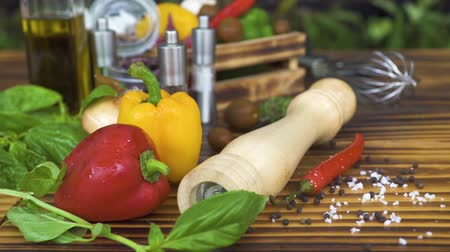 ocet : Red and yellow peppers, basil, tomatoes and olive oil for cooking mediterranean food. Fresh vegetables, herbs and seasonings for preparation healthy food on wooden table.