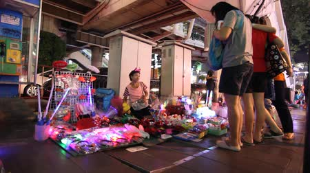 pozdrav : Shop the streets in celebration of the new year.  bangkok thaialnd