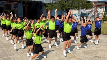 sınıf : kindergarten Students are studying Physical Education