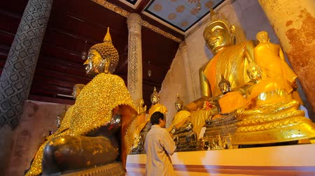 budismo : People worship Buddha Wat Thung Yang Ancient buddha temple Thailand