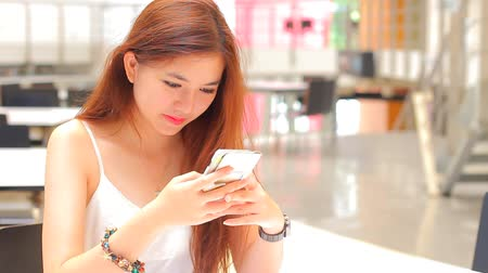 móvel : Portrait of thai adult beautiful girl using her smart phone.