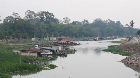manaus : Floating houses in Uthai Thani, Thailand