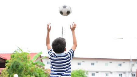 jogador de futebol : Thai young boy play and trow ball to the air by himself Stock Footage