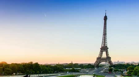wakeup : Timelapse super fast of Beautiful View of the Eiffel tower in Paris, from the Trocadero in summer morning during sunset from the easthen