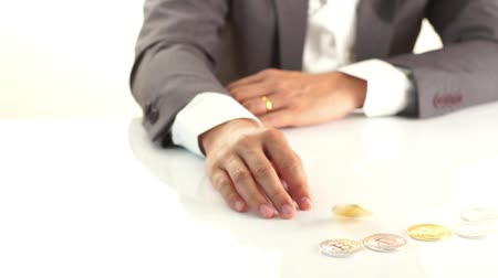 úpadek : Business man in suit spin a golden Bitcoin , a digital symbol of virtual currency in his finger play on white table.