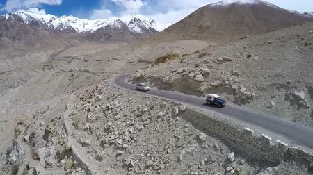 himalaia : Aerial view of road in Himalayas near Tanglang la Pass - Himalayan mountain pass on the Leh-Manali highway. Ladakh, India.