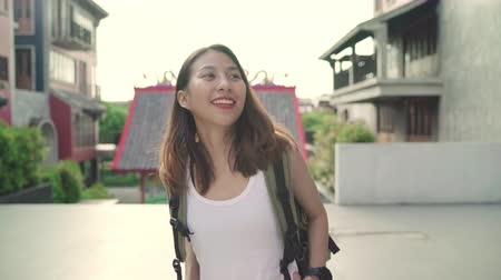 destinace : Asian backpacker woman feeling happy traveling in Beijing, China, cheerful beautiful young teenager blogger female walking at Chinatown. Lifestyle backpack tourist travel holiday concept. Dostupné videozáznamy