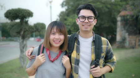 иероглиф : Slow motion - Traveler Asian couple feeling happy smiling to camera holiday trip at Thailand, backpacker sweet couple enjoy their journey at amazing landmark in traditional city.