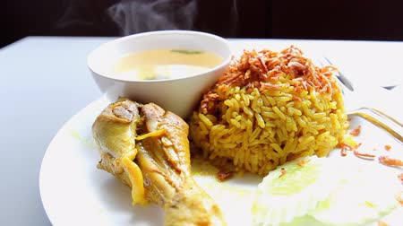 kari : chicken curry with pilau rice on white plate